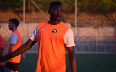 El delantero de 195 cm Mamadou se une a Manager Deportivo